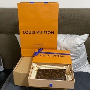 BNWT Louis Vuitton Mini Pochette Accessories